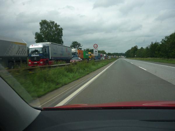Atasco interminable. Alemania. Autopista.
