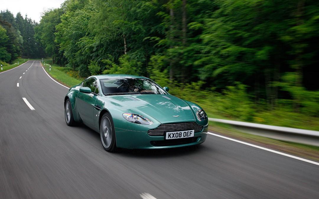 Cambios para el Aston Martin V8 Vantage. Ahora, más potente.
