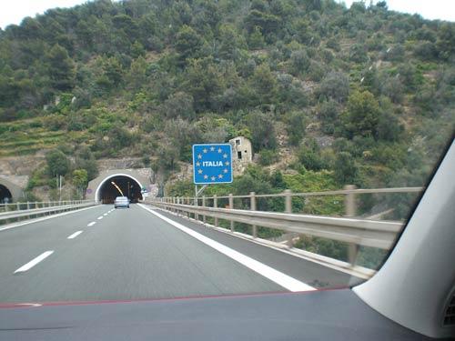 """7.400 km comprimidos en el tiempo. Segunda parte. En Italia """"van como locos"""" y en Eslovenia se acaba el navegador. (2 de 4)."""