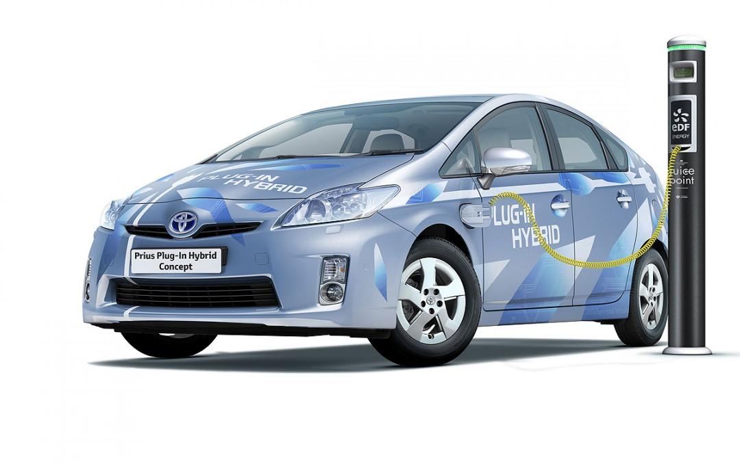 Francfort 2009. Toyota presenta el nuevo Land Cruiser y el Auris Hybrid.