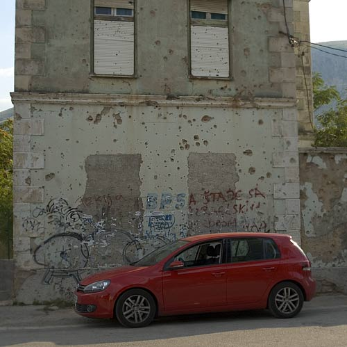 Mostar y pared mutilada