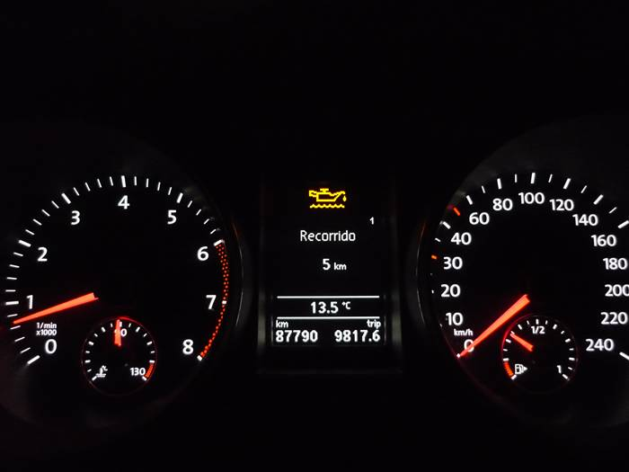 En marcha. Volkswagen Golf. Testigo de nivel de aceite.