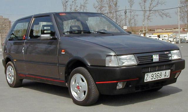 Abarth Punto Evo vs Fiat Uno Turbo i.e. ¡No pesan los años, pesan los kilos!