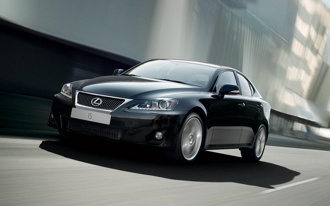 Lexus renueva la gama IS. Cambios de aspecto y motores.