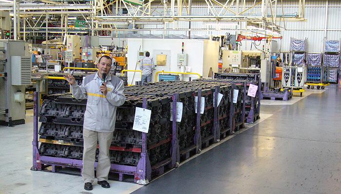 Visita a la fábrica de motores de Renault.