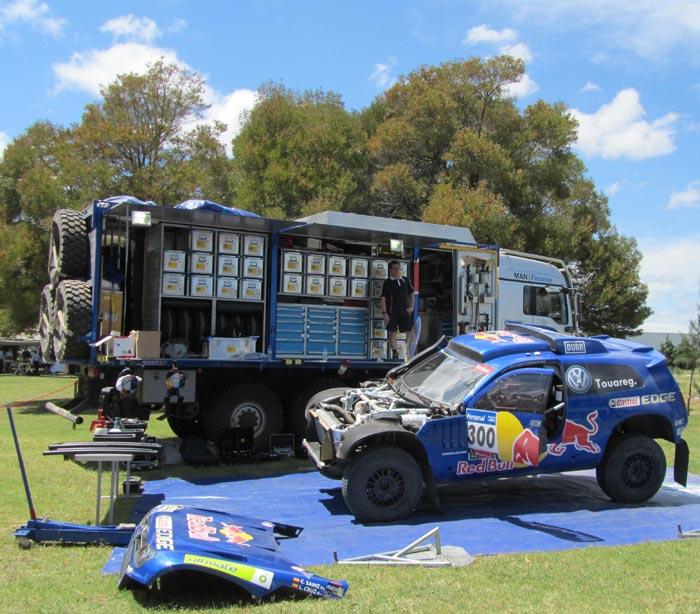 Colocación de los recambios en el camión de asistencia