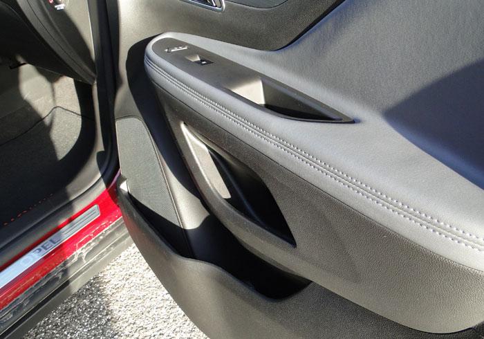 Opel Mokka. Puerta delantera