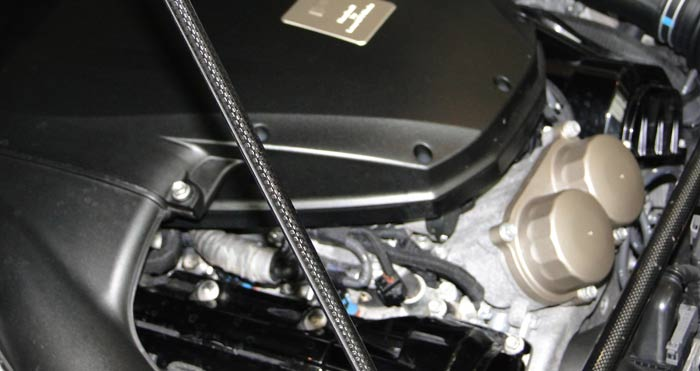 Lexus LFA. La varilla que sujeta del capó es de fibra de carbono