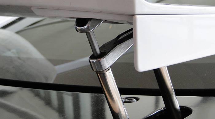 Lexus LFA. Sistema de elevación del alerón posterior