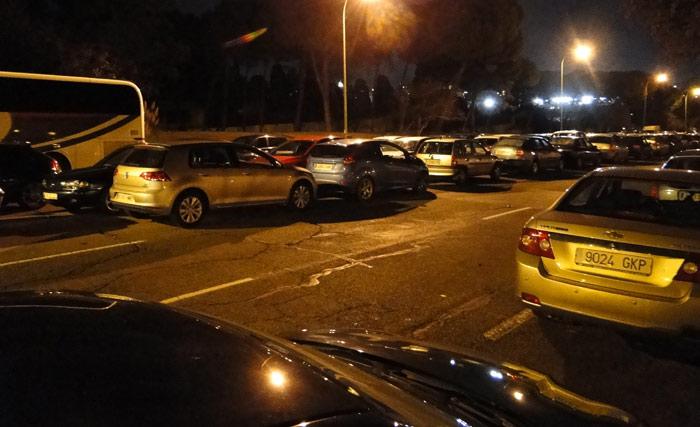 Fútbol y coches mal aparcados