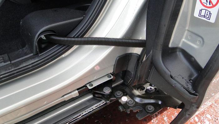 Ford B-MAX. Articulación puertas traseras
