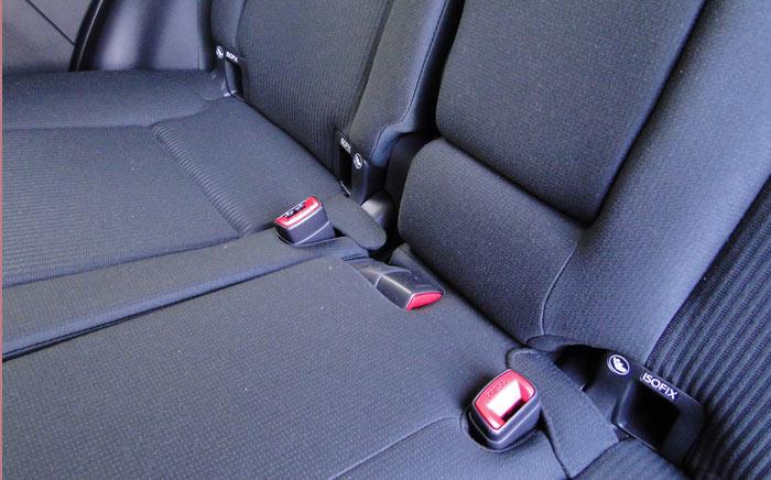 Toyota RAV4. Asientos posteriores