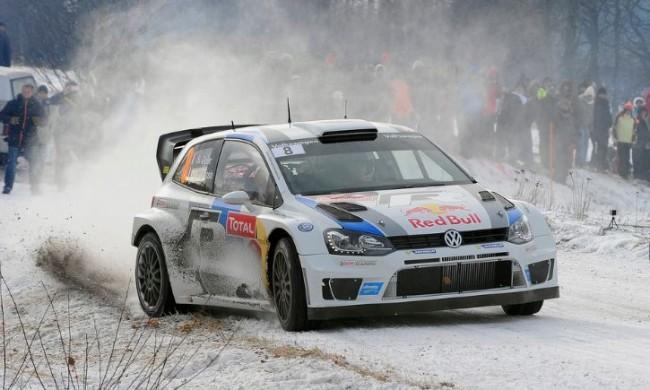 Revisar el coche para la primera carrera y neumáticos