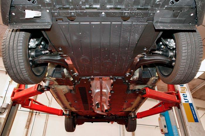 Renault Clio 2013. Parte inferior de la carrocería