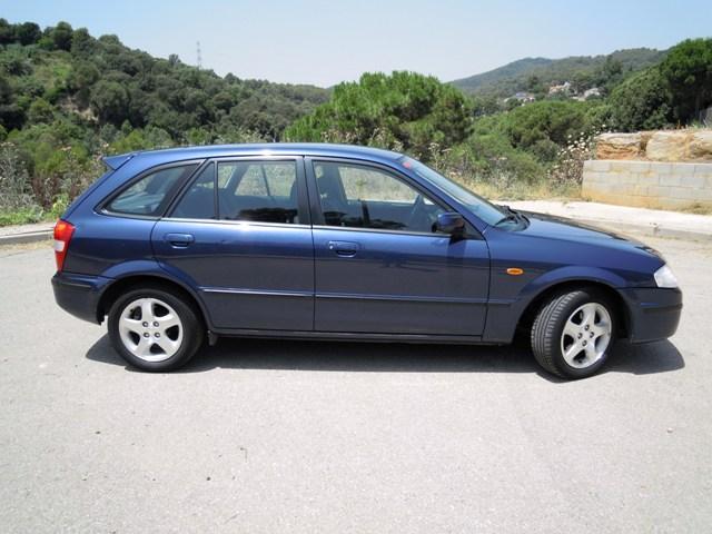 Mazda 323f (2001). Vista lateral
