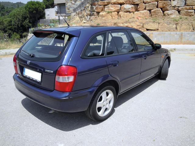 Mazda 323f (2001). Vista exterior