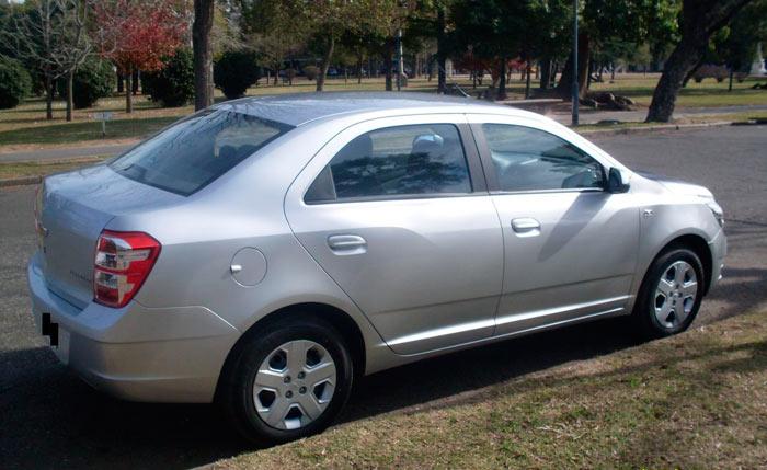Chevrolet Cobalt. Imagen lateral-trasera