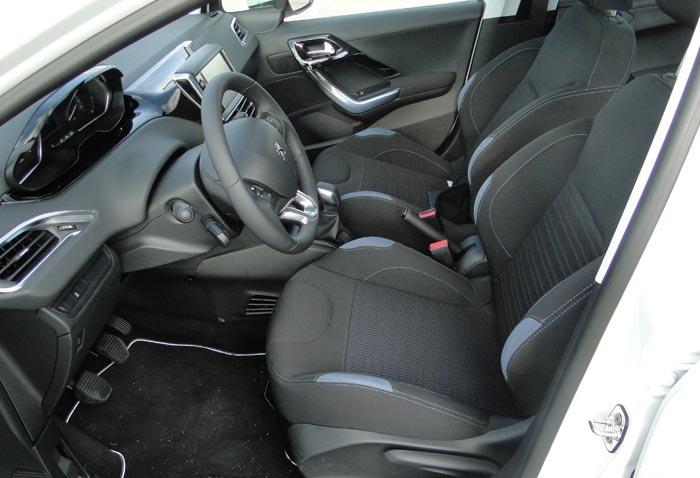 Peugeot 208. Plazas delanteras