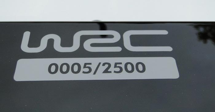 Volkswagen Polo R WRC. Placa con el número de unidad