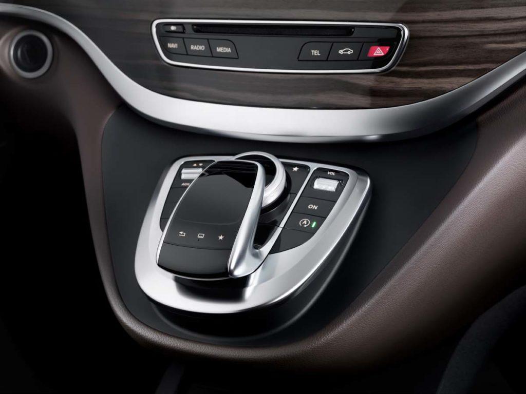 The new Mercedes-Benz V-Class ? Interior, Cockpit, Controller, Touchpad, TecDays 2013