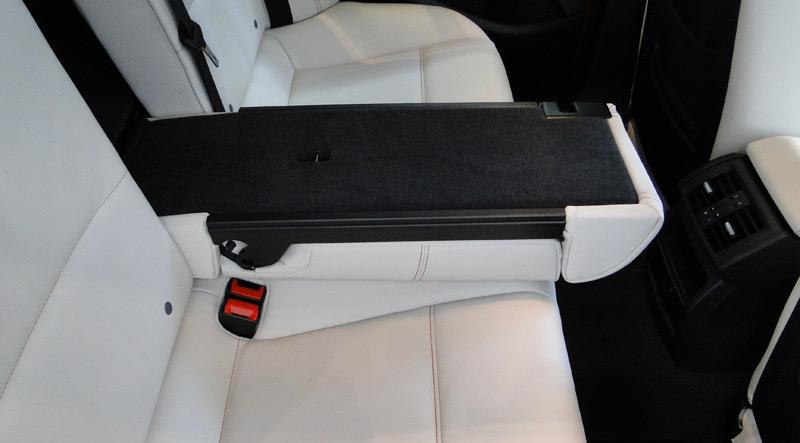 BMW X4. Respaldo posterior abatible en proporciones 40/20/40