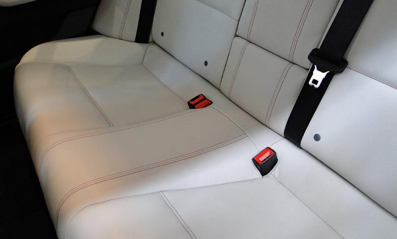 BMW X4. Banquetas plazas traseras