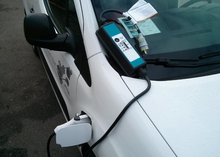 Citroën Berlingo Electric. Cargador