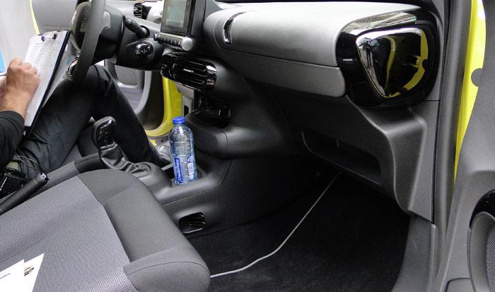 Citroën C4 Cactus. Espacio para las piernas del acompañante del conductor