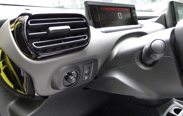 Citroën C4 Cactus. Mandos de espejos retrovisores e instrumentación