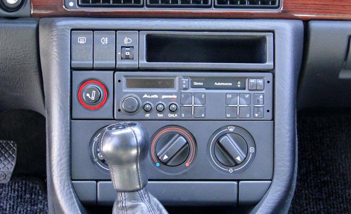 Audi 100 TDI. Consola
