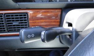 Audi 100 TDI (1989). Palancas y mandos
