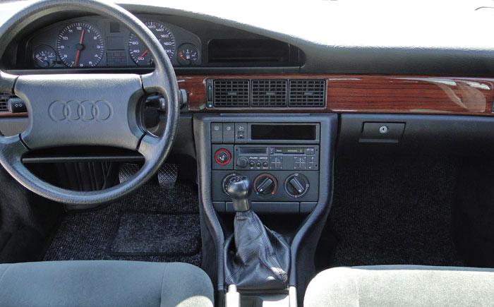 Audi 100 TDI (1989). Salpicadero