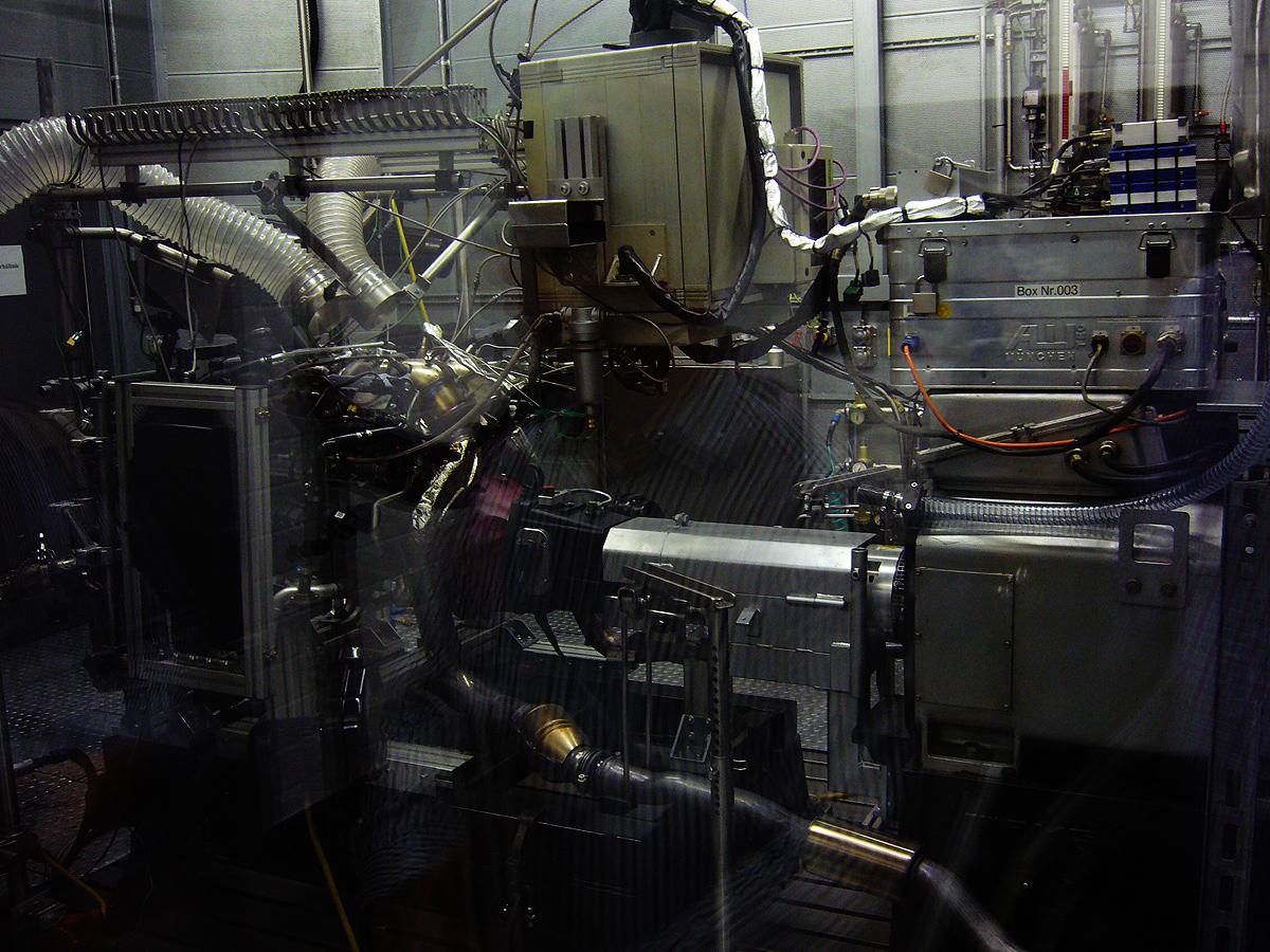 Banco de pruebas. El nuevo motor V8 con dos turbocompresores está  en funcionamiento.