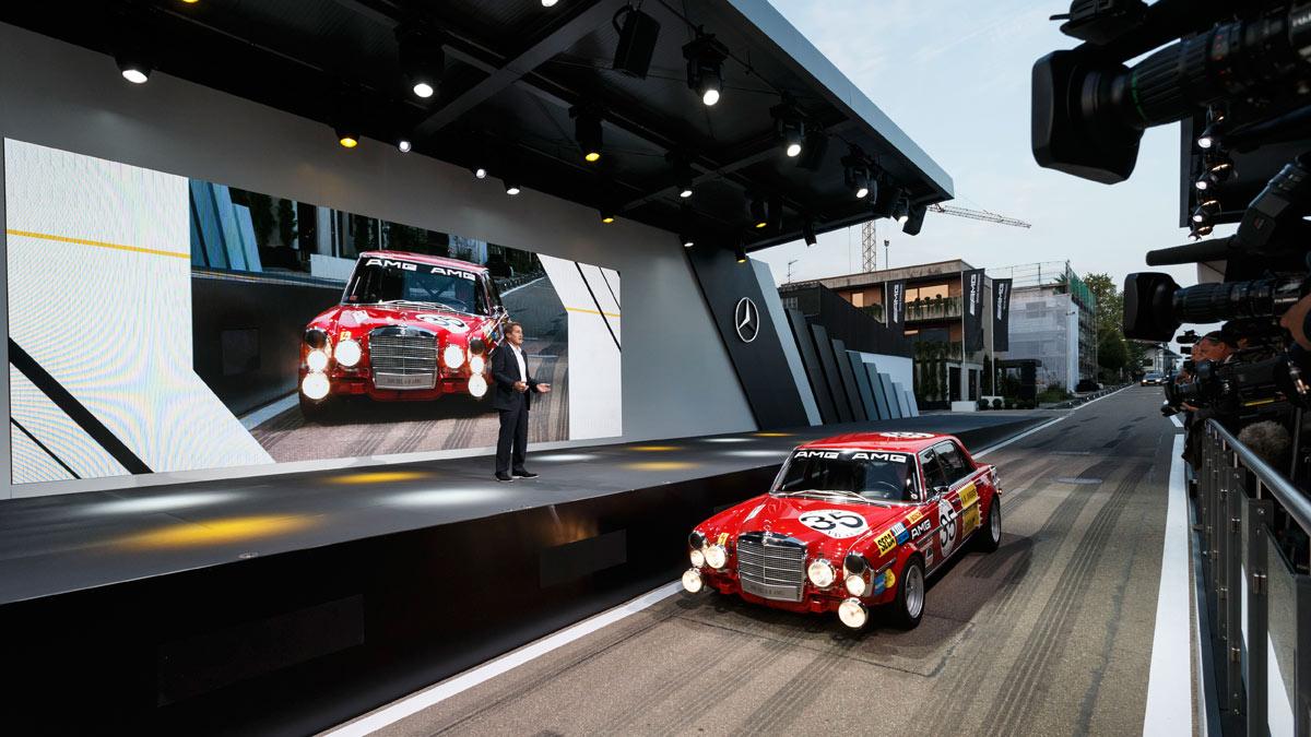 El evento comienzó con el SLS Safety Car de la F1. Tras él, comenzó una especie de sueño. El primero, este 300 SEL 6.8 AMG.