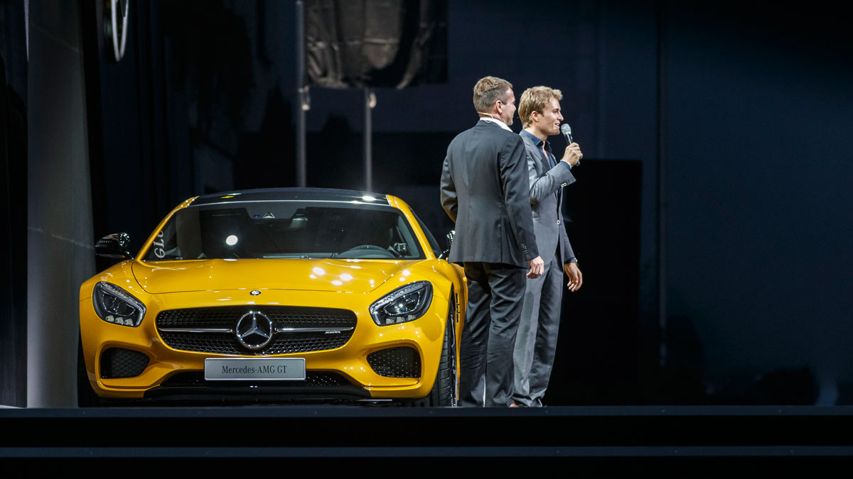 Mercedes-AMG ha elegido un GT S de color amarillo para ser el protagonista del evento. Y su conductor, un tal Nico Rosberg.