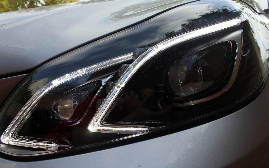 Mercedes-Benz Clase E (2013). Detalles de equipamiento: iluminación y cámaras