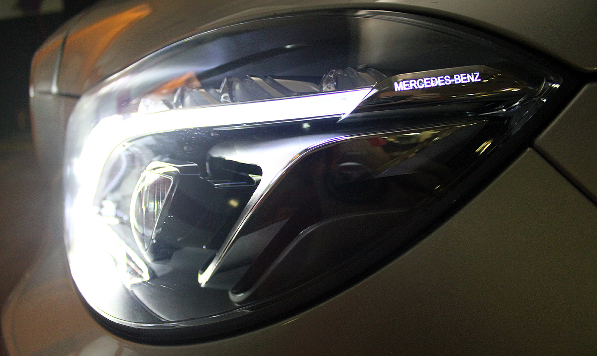 Mercedes-Benz Clase E (2013). Faros LED ILS