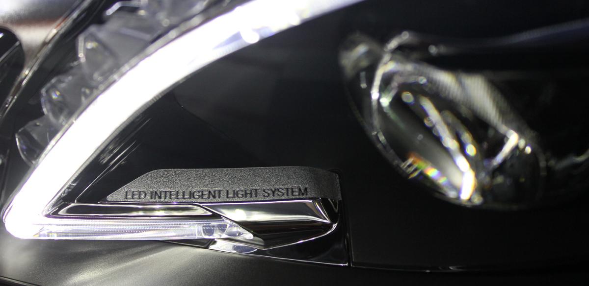 Mercedes-Benz Clase E (2013). Faros LED ILS