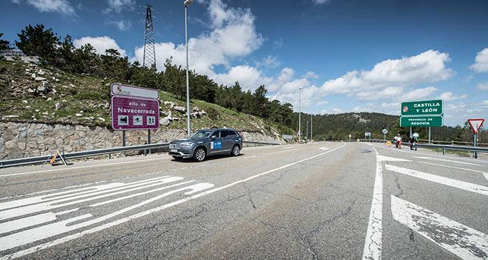 El tercer clasificado (Volvo XC-90 2.0-D4 de 190 CV) coronando el Puerto de Navacerrada (tras subir las Siete Revueltas) ya de retorno hacia Madrid.