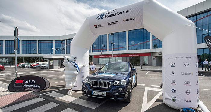 """Otro coche de alto porte en la salida: un BMW X-4 3.0d de 258 CV y tracción 4WD. Mimaron tanto la conducción, que los 9 minutos de penalización les relegaron al puesto 9º, pese a haber sido terceros """"ex aequo"""" con nuestro Astra en porcentaje de consumo respecto al homologado."""