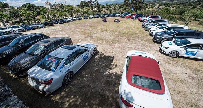 Y de nuevo todos los coches juntos en amor y compañía, en el aparcamiento de la finca de Galapagar donde se celebró la comida final y la entrega de premios.