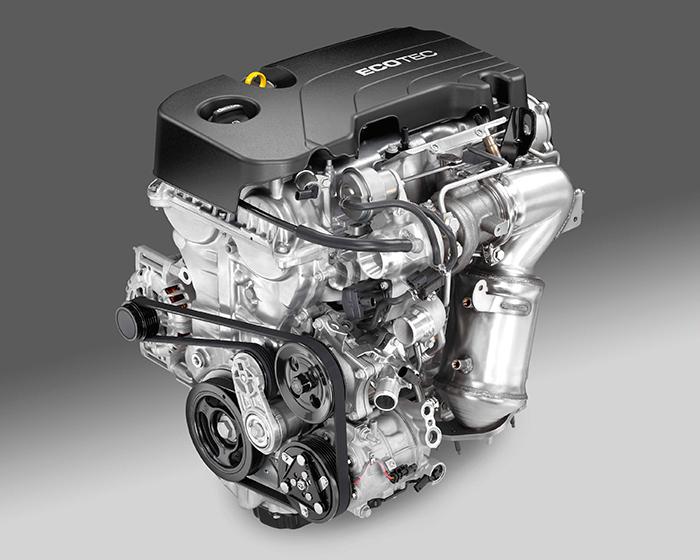 A pesar de la longitud de la correa, ésta no arrastra más que los tres elementos básicos en un motor moderno: alternador, bomba de agua y compresor del aire acondicionado.