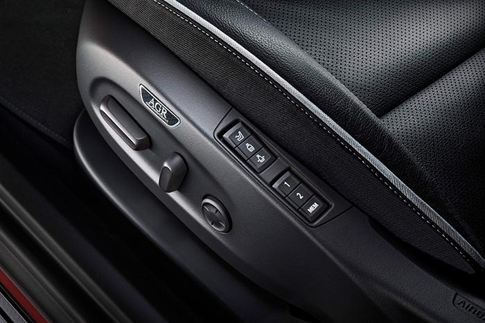 Detalle del conjunto de mandos de un asiento AGR: una vez que el propietario se habitúa a ellos, se supone que los maneja al tacto sin mayor problema. Cuando coges el coche por primera vez, ya es distinto.