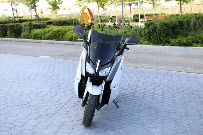 El motorista novato: BMW C Evolution. Acelerador de partículas.
