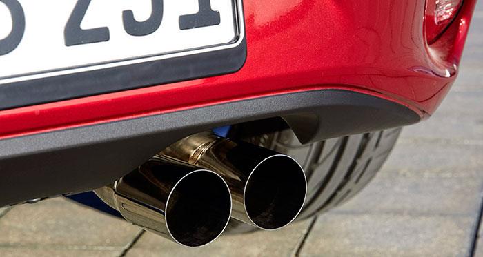 La costumbre de desdoblar la salida de escape de un cuatro cilindros -cuyo tramo desde el catalizador hasta el silencioso es de tubo único- también está presente aquí. Al menos, el aspecto estético es irreprochable.