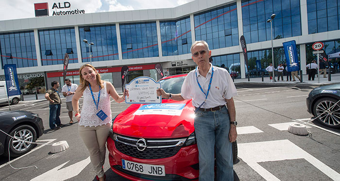 Los primeros de los perdedores (o sea los moralmente segundos): Yanina Herrmann (Key Account Manager de Flotas Opel) y un servidor, junto al Astra Sports Tourer 1.6-T de 200 CV.