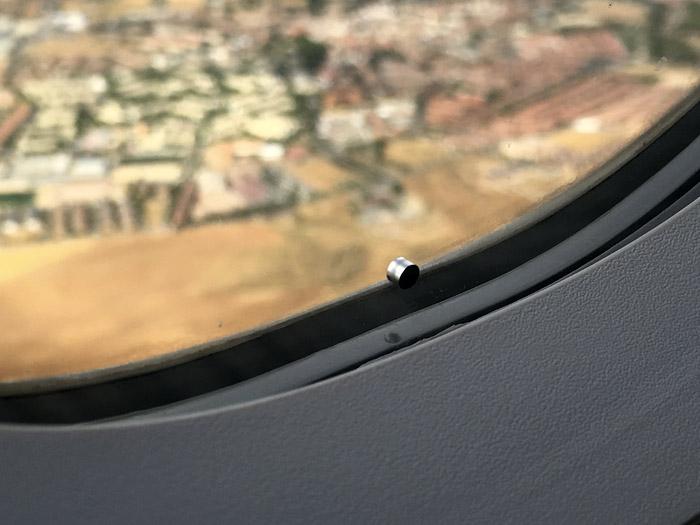 Avión, ventanilla, agujerito