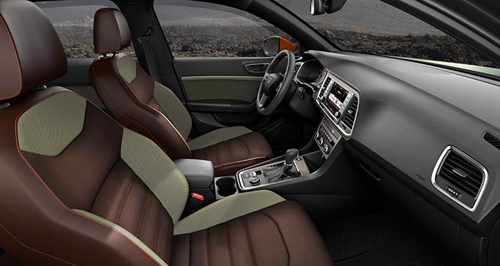 La habitual metamorfosis de un SUV, una vez en el interior, con un piso que va unos pocos centímetros más altos respecto al pavimento: el aspecto, equipamiento, asientos y mandos son similares a los del turismo con el que comparte plataforma.