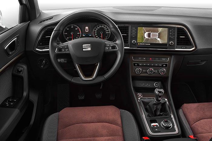 A diferencia de la anterior foto de interior, el 4-Drive de ésta sí que lleva cambio manual, y no DSG; en ambas, se aprecia el botón rotatorio para elegir entre los distintos programas posibles.