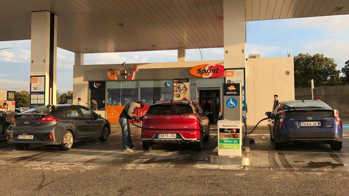 Pruebas de consumo: Hyundai IONIQ vs KIA Niro vs Toyota Prius